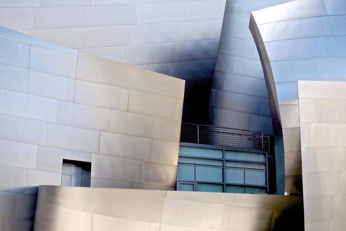 Το εντυπωσιακό Συναυλιακό Κέντρο Walt Disney στο Λος Αντζελες, σχεδιασμένο από τον διάσημο αρχιτέκτονα Φρανκ Γκέρι