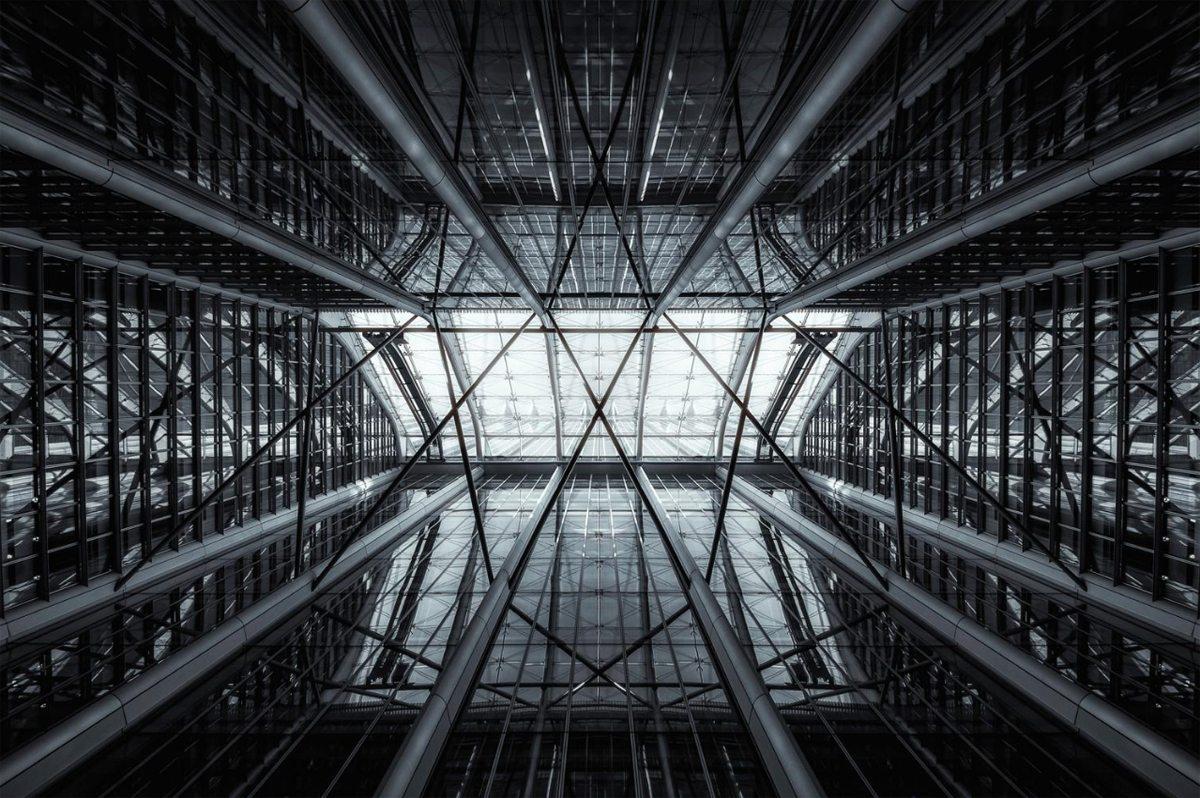 Ο τίτλος της φωτογραφίας «Web» (Ιστός) περιγράφει με τον καλύτερο τρόπο το συγκεκριμένο κτίριο
