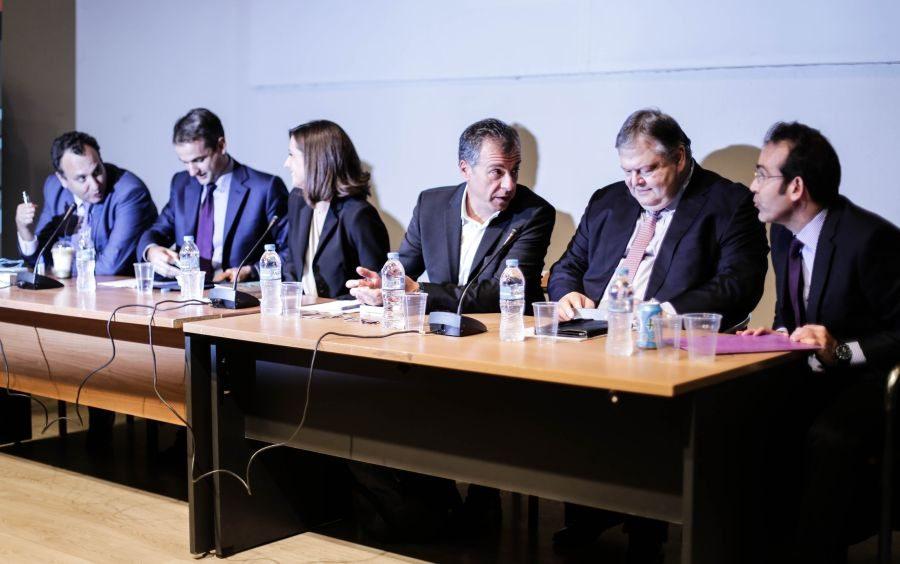 Από αριστερά προς τα δεξιά: Χωμενίδης, Μητσοτάκης, Λυμπεράκη, Θεοδωράκης, Βενιζέλος, Παγουλάτος
