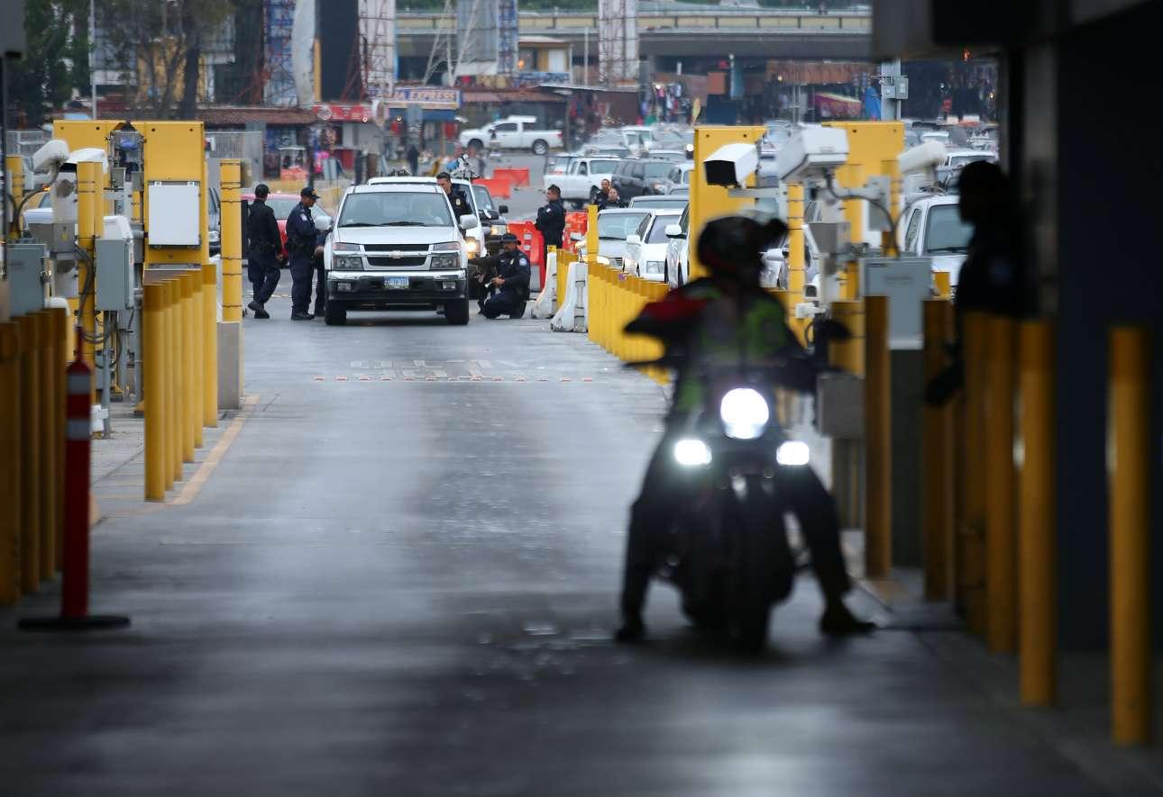 Φυσικά γίνεται έλεγχος σε όλα τα οχήματα που περνούν από το Μεξικό στις ΗΠΑ