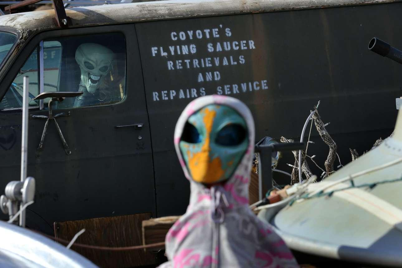 Στα σύνορα των ΗΠΑ με το Μεξικό υπάρχει και μία παράξενη συλλογή από κούκλες Αλιεν και Ούφο