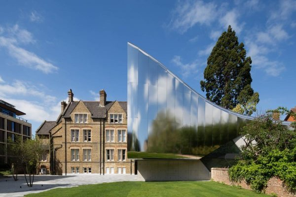 investcorp_building_for_oxford_universitys_middle_east_centre_at_st_antonys_college_by_zaha_hadid_architects