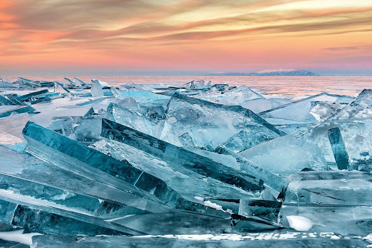 Eιδική Μνεία, κατηγορία Γη, Θάλασσα, Ουρανός: Μεγάλα κομμάτια πάγου με φόντο το ηλιοβασίλεμα στη λίμνη Βαϊκάλη, στη Ρωσία