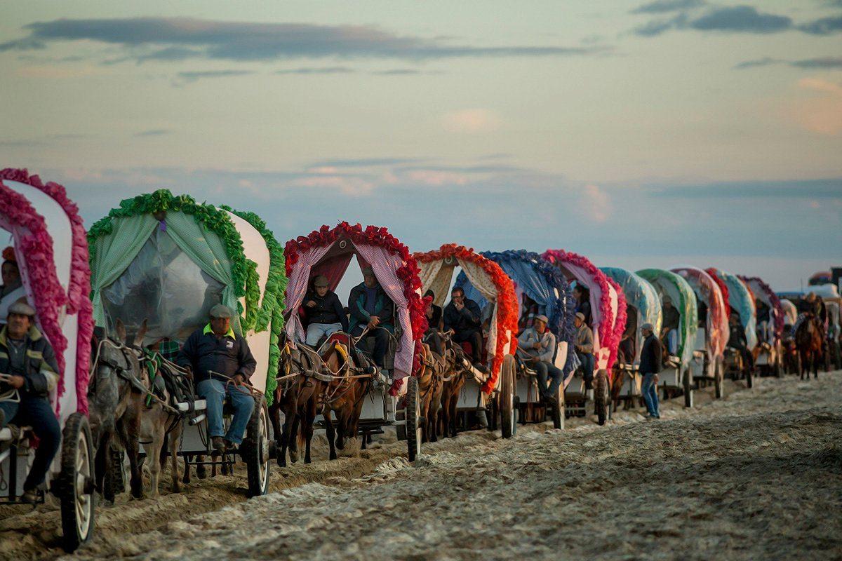 Επιλαχών, κατηγορία Ταξίδια και Περιπέτειες: Πολύχρωμα καραβάνια οδεύουν προς την Ανδαλουσία της Ισπανίας για προσκύνημα