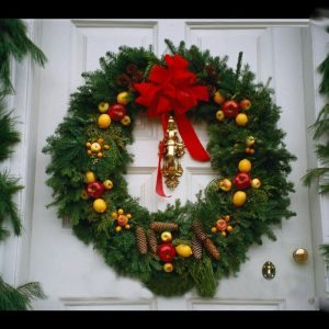 exterior-splendid-christmas-door-decoration-ideas-with-series-of-evergreen-decorations-leaves-and-leaf-pine-tree-decorated-by-a-circle-decorated-with-red-ribbons-and-small-fruits-with-glass-exterior-d