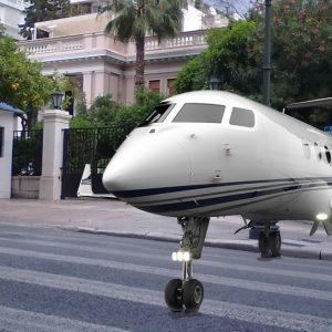Ενα «αέρα» Αβάνας έφερε στην φιλήσυχη Ηρώδου Αττικού το πρωθυπουργικό Gulfstream