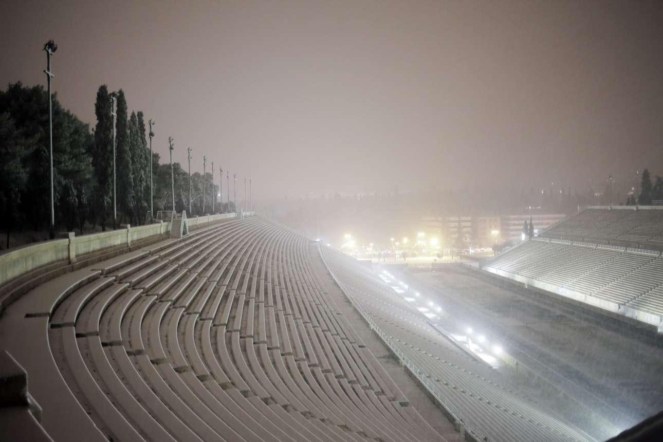 Καλλιμάρμαρο, βράδυ 9ης Ιανουαρίου. Η χιονόπτωση έχει ήδη αρχίσει