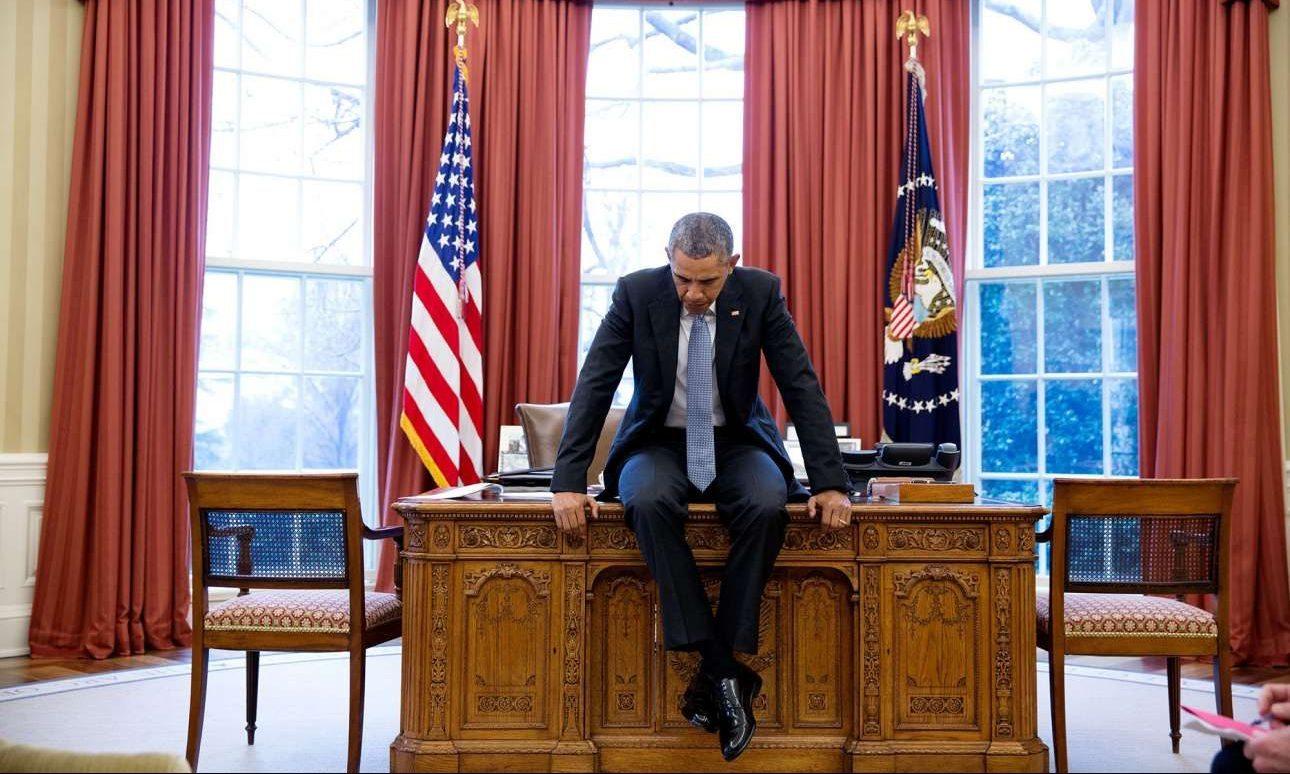 Φεβρουάριος: Βυθισμένος στις σκέψεις του, πριν από τηλεδιάσκεψη με τους ευρωπαίους ηγέτες για θέματα ασφαλείας. Μια δύσκολη διάθεση να απαθανατιστεί όπως λέει ο Πιτ Σόουζα