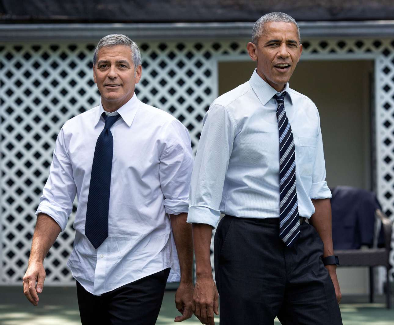 Σεπτέμβριος: Ο Τζορτζ Κλούνεϊ παίζει μπάσκετ με τον Ομπάμα στο γήπεδο του Λευκού Οίκου, μετά τη συνάντηση τους