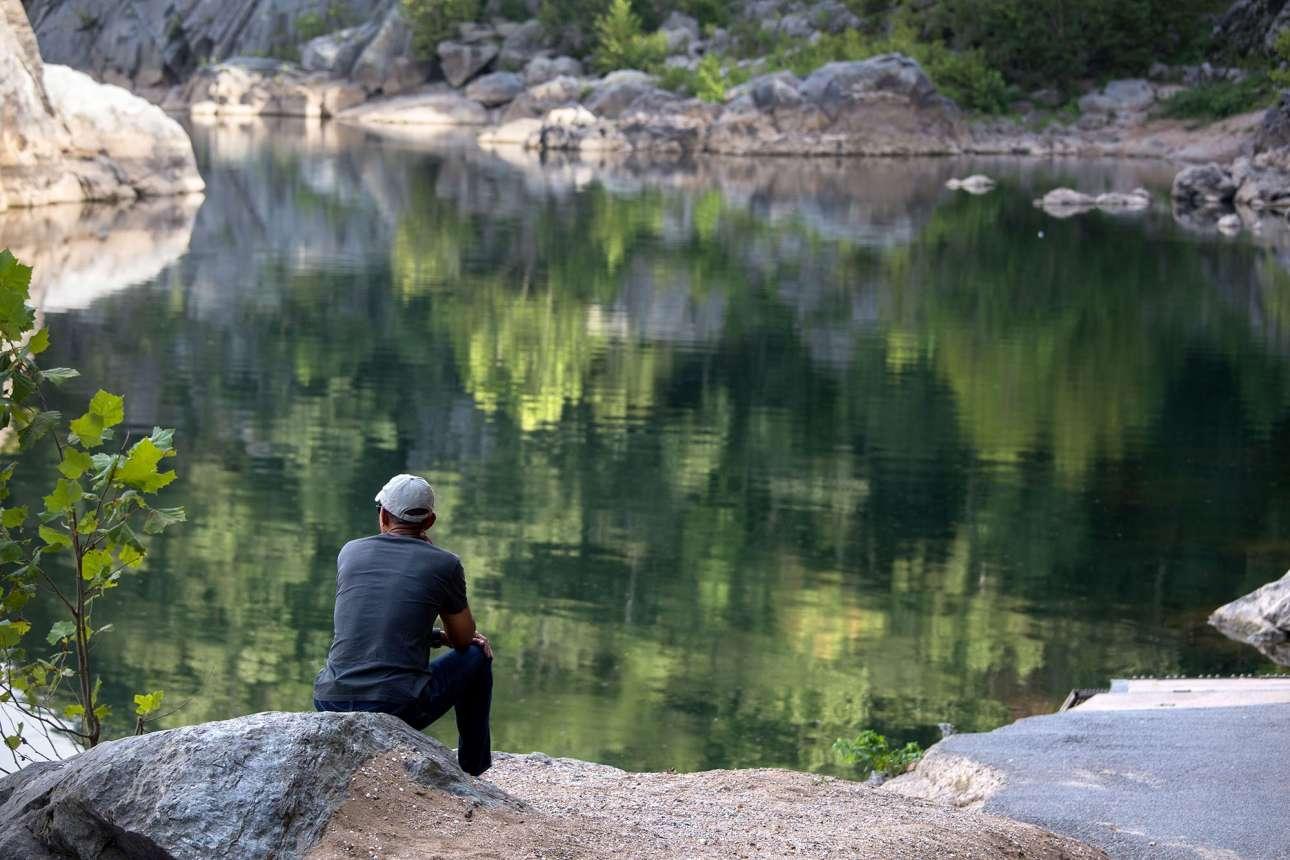 Σεπτέμβριος: Μετά από πεζοπορία με τις κόρες του, ξαποσταίνει αγνανευτεύοντας τον ποταμό Πότομακ στον Εθνικό Κήπο της Βιρτζίνια