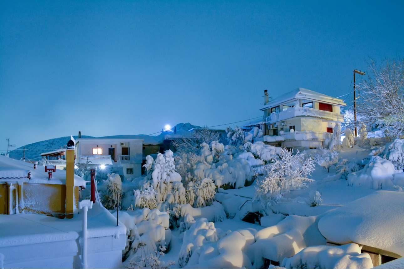 Μαγική εικόνα από το χωριό Οξύλιθος στην ανατολική Εύβοια