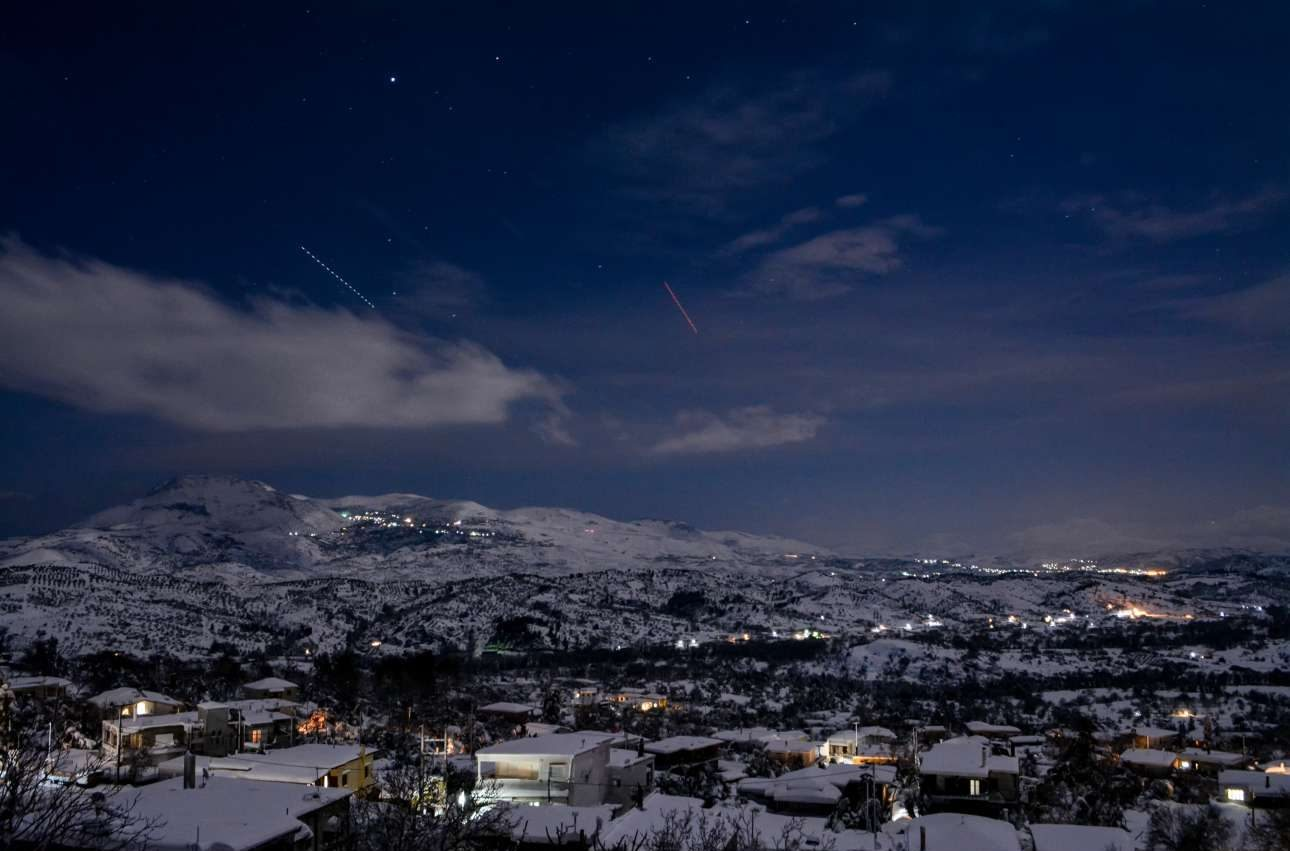 Ομορφη λήψη από το χιονισμένο χωριό Οξύλιθος στην Εύβοια