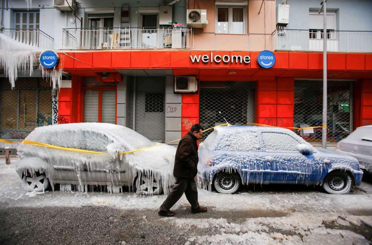 Στη Θεσσαλονίκη πάγωσαν τα πάντα, ακόμα και τα αυτοκίνητα