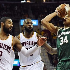 2016-12-22T023028Z_646292711_NOCID_RTRMADP_3_NBA-MILWAUKEE-BUCKS-AT-CLEVELAND-CAVALIERS