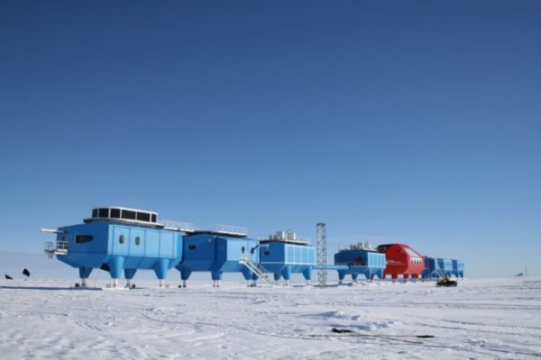 Halley-VI-Research-Station-modules-at-the-old-site-736x491