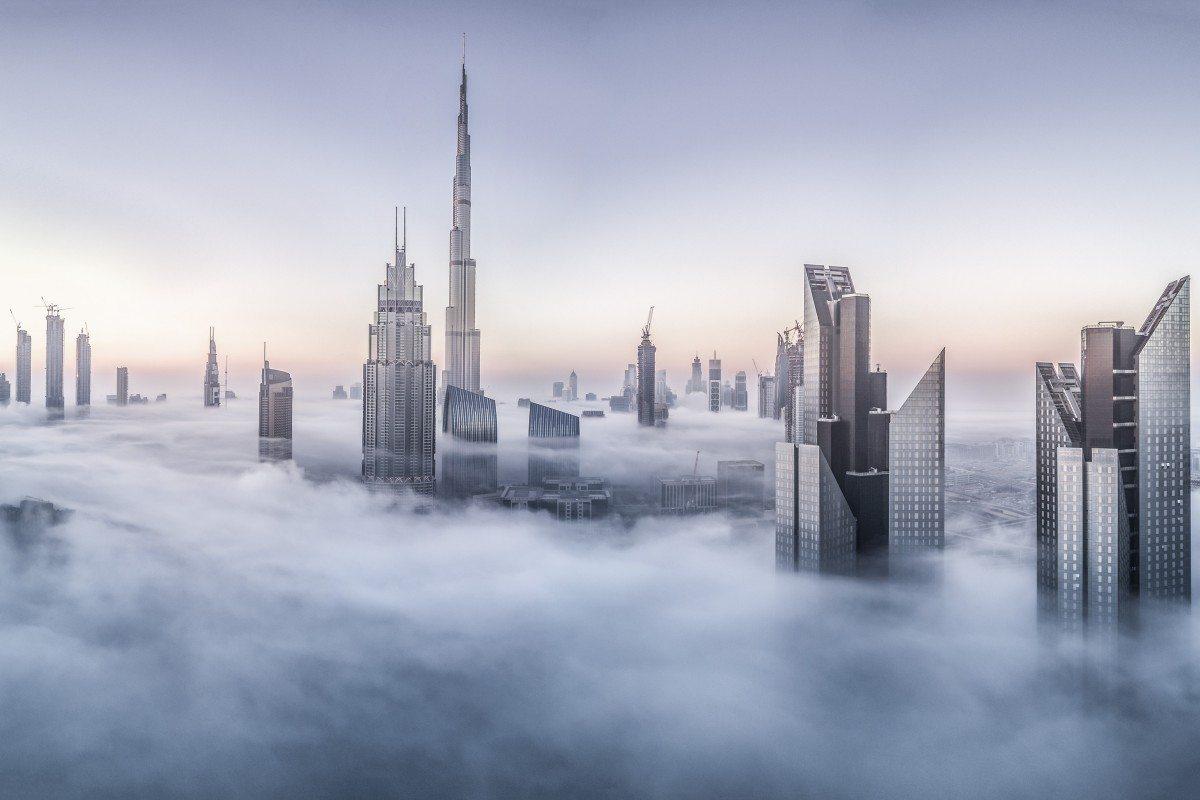 Εντονη ομίχλη πάνω από το Ντουμπάι την πρώτη μέρα του 2017