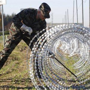 fences_EUROPE-MIGRANTS-SLOVENIA_2