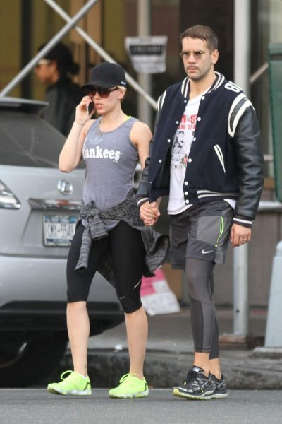 scarlett-johansson-and-romain-dauriac-on-their-way-to-a-gym_13