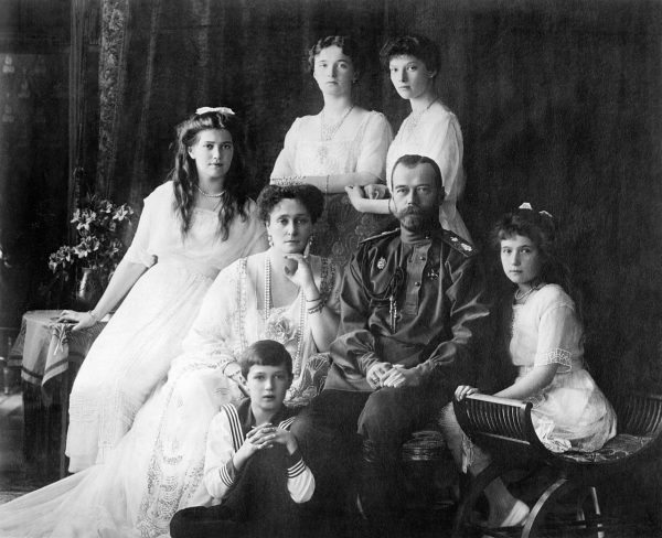 1280px-Family_Nicholas_II_of_Russia_ca._1914
