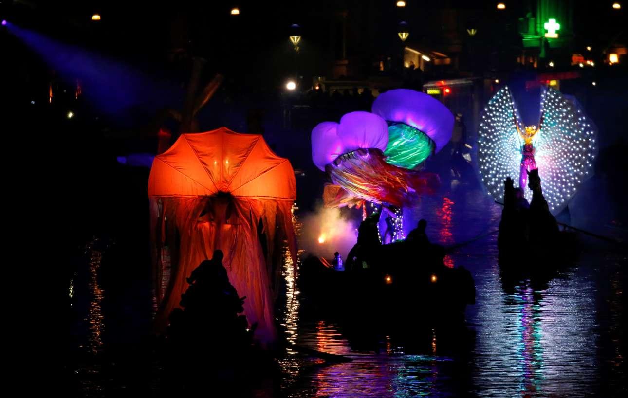 Στιγμιότυπο από τη φαντασμαγορική τελετή έναρξης του βενετσιάνικου καρναβαλιού