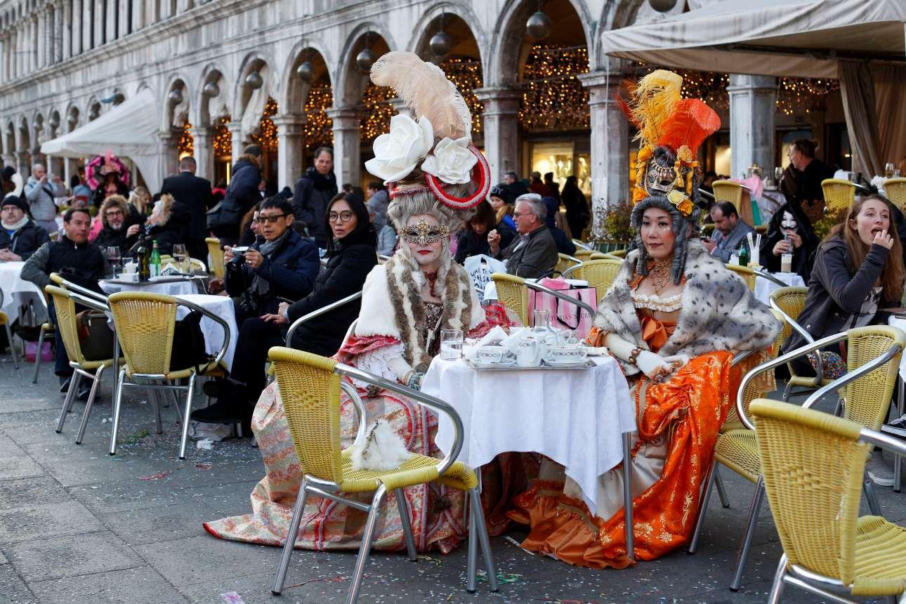 Ολόκληρη η ιταλική πόλη στον ρυθμό του καρναβαλιού