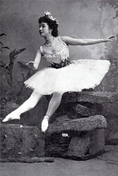 800px-Mathilde_Kschessinskaya_-circa_1900_-1