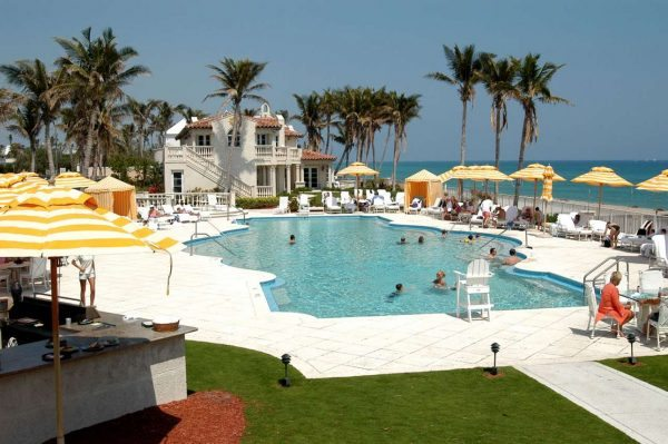 gallery-1469548775-mar-a-lago-beach-club