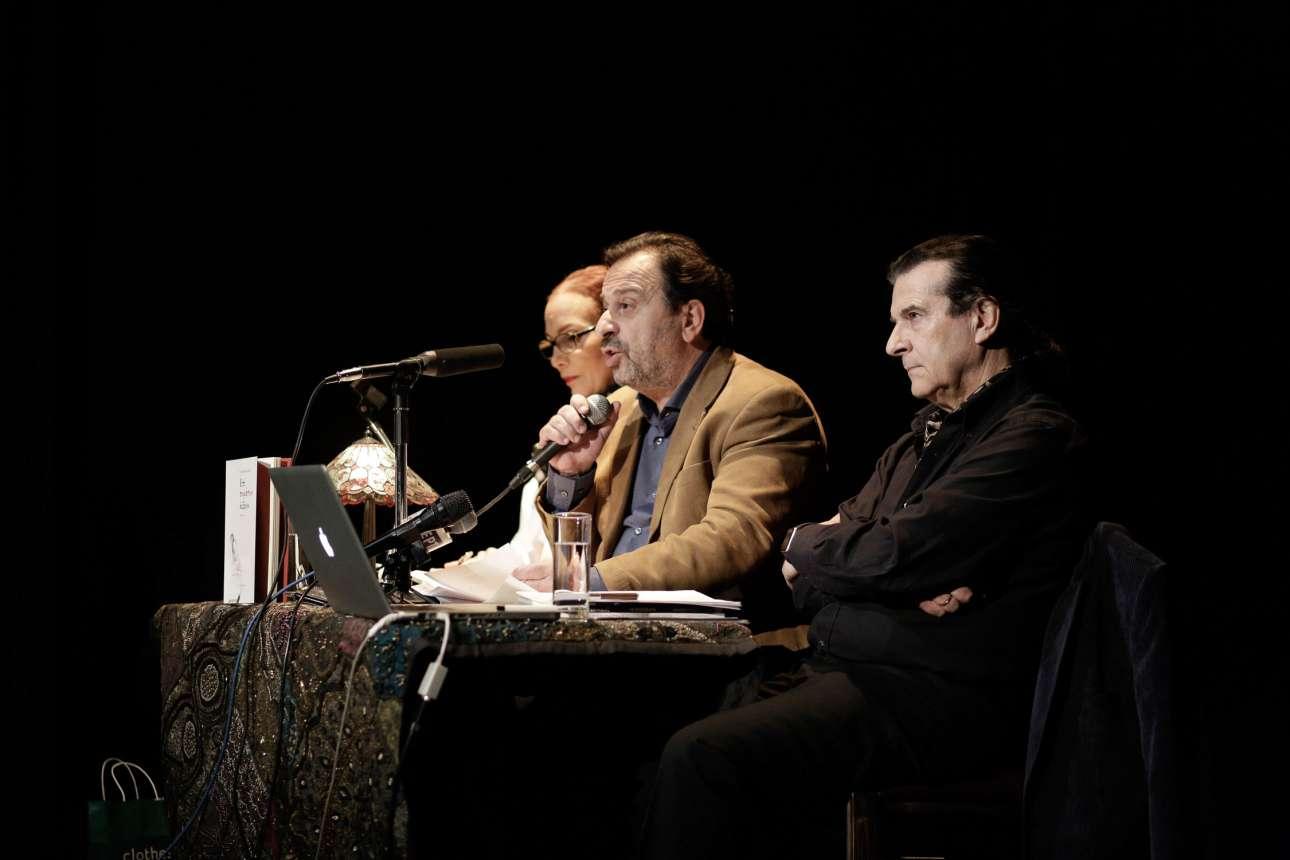 O Τάσος Κουράκης (δεξιά), ο Θέμης Μουμουλίδης και η Λίλη Λαμπούδη