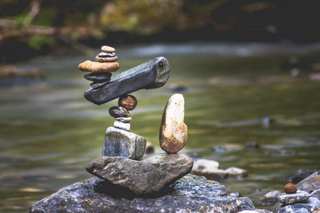 Η εξισορρόπηση πετρών είναι μία τέχνη που θέλει υπομονή...