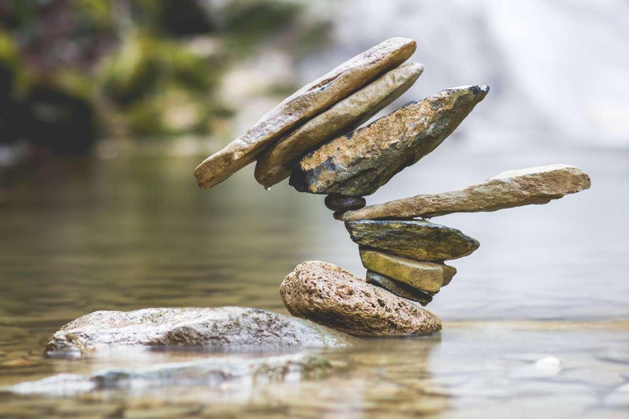 «Ενάντια στην ισορροπία» γράφει ο ίδιος στο λογαριασμό του στο Facebook