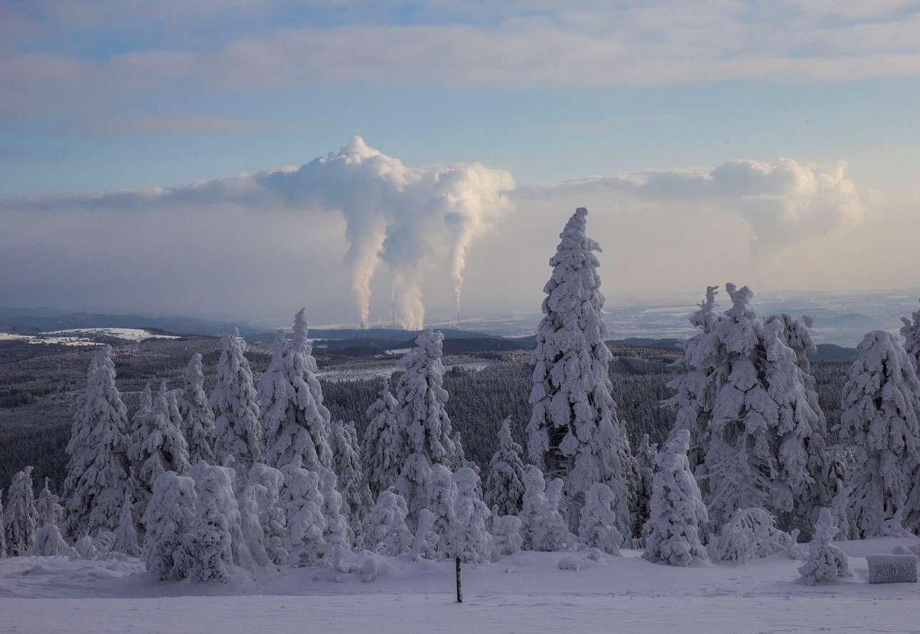 Η θερμότητα που εκπέμπεται πάνω από τα εργοστάσια παραγωγής ηλεκτρικής ενέργειας στην Τσεχία, δημιουργεί ένα νέο είδος σύννεφου στρωματοσωρείτη, στα 2.500 μέτρα ύψος
