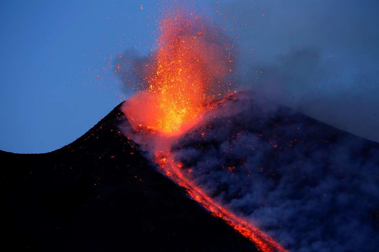 Η έκρηξη του μεγαλύτερου και πιο ενεργού ηφαιστείου της Ευρώπης, στις 28 Φεβρουαρίου
