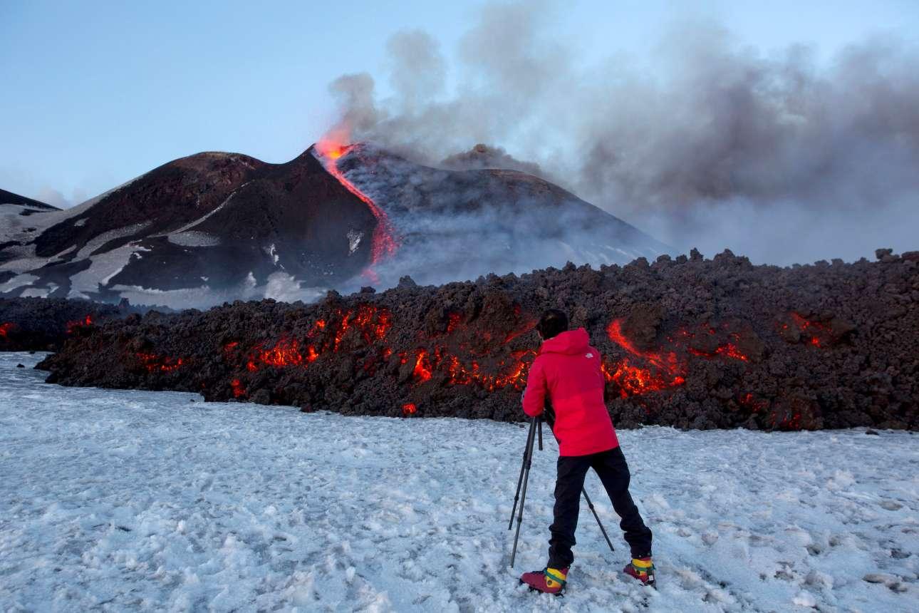 Πάγος και φωτιά... Eνας τουρίστας απαθανατίζει το συγκλονιστικό θέαμα