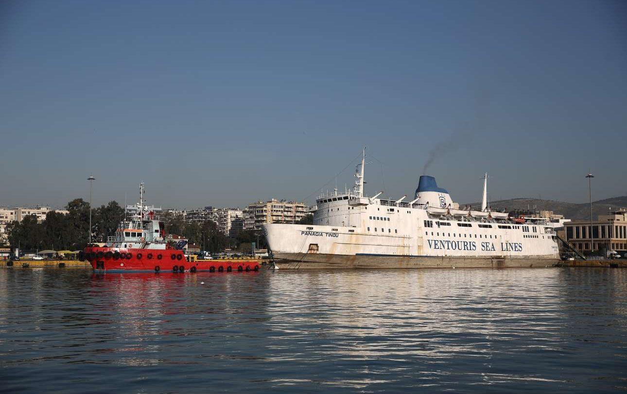 Το ιστορικό πλοίο λίγο πριν αποπλεύσει για το τελευταίο του ταξίδι