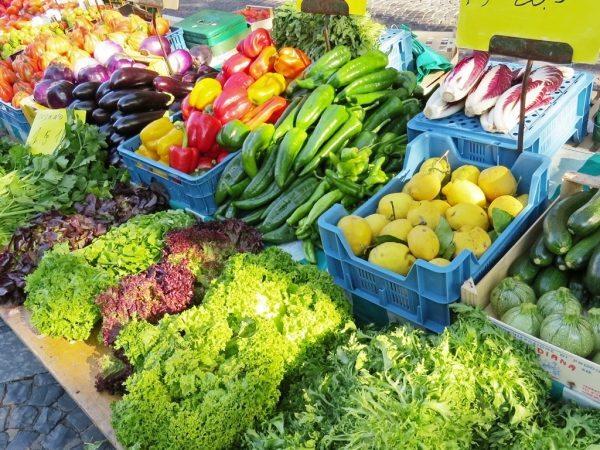 Flickr_Luke Jones_farmers market