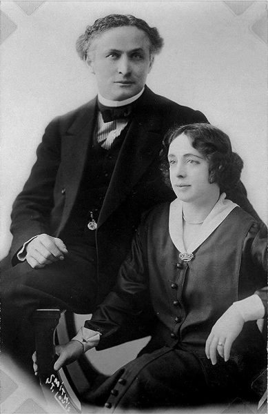 Harry_Houdini_and_his_wife