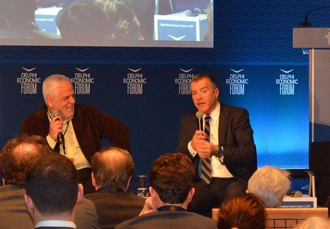 Ο Σταύρος Θεοδωράκης συνομίλησε με τον δημοσιογράφο Πάσχο Μανδραβέλη