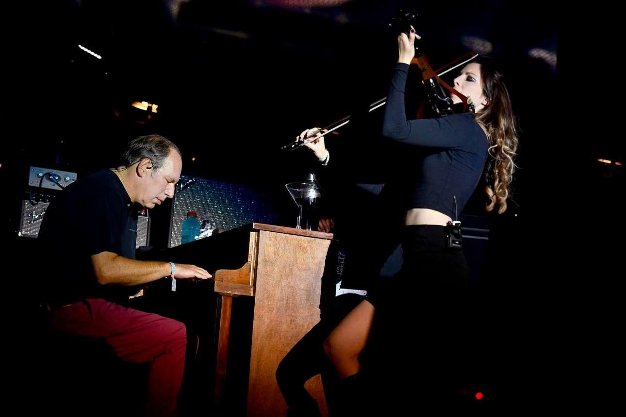 Ο μουσικός Χανς Ζίμερ, διάσημος για τα υπέροχα κινηματογραφικά σάουντρακ του, μαζί με τη βιολονίστρια Αν Μαρί Καλχούν
