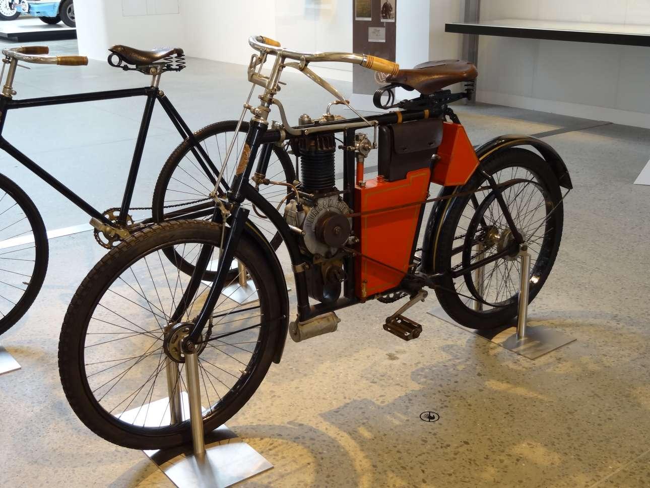 2014_Škoda_Museum,_L&K_motocykleta_typ_B_1902_01