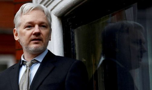 2017-03-31T132256Z_1736897722_RC1AB8326400_RTRMADP_3_PEOPLE-ASSANGE-ANDERSON