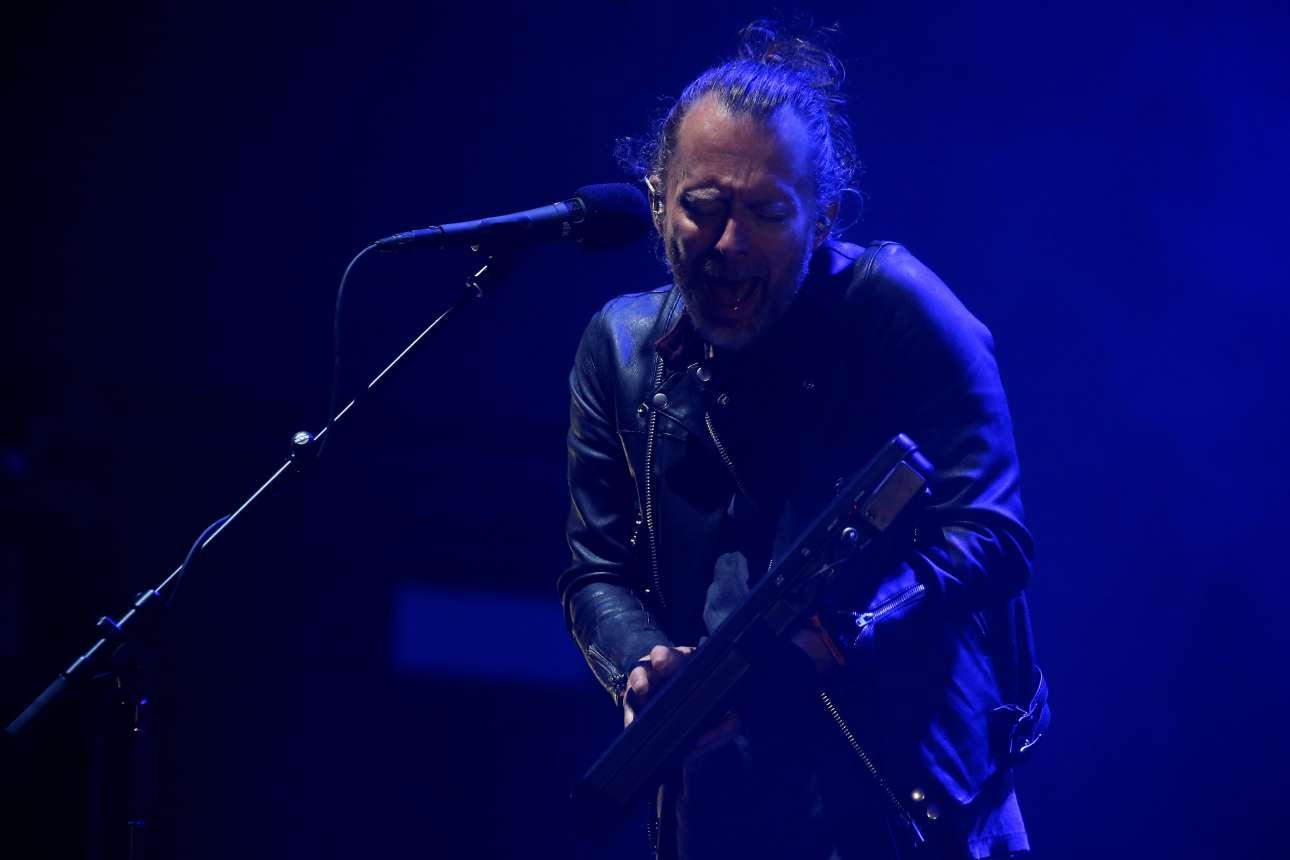 Ο Τομ Γιορκ του θρυλικού συγκροτήματος Radiohead επί σκηνής
