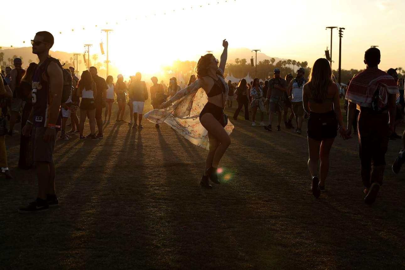 Χορεύοντας στο ηλιοβασίλεμα