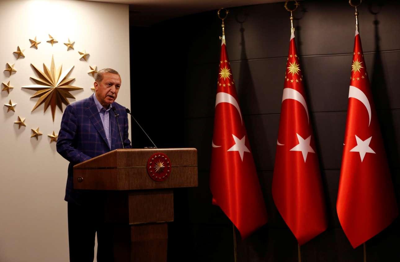 2017-04-16T192719Z_1734339508_RC1BB48E2E30_RTRMADP_3_TURKEY-REFERENDUM