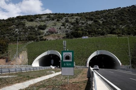 Opening ceremony of the three twin tunnels in the Vale of Tempe in the presence of Greek Prime Minister Alexis Tsipras, the European Commissioner for Regional Policy, Corina Crețu and the head of European Commission spokesman Margaritis Schinas, Vale of Tempe, Thessaly, Greece on April 6, 2017. / Τελετή εγκαινίων των τριών δίδυμων σηράγγων στην κοιλάδα των Τεμπών παρουσία του Έλληνα πρωθυπουργού Αλέξη Τσίπρα, της Ευρωπαίας Επιτρόπου Περιφερειακής Πολιτικής, Κορίνα Κρέτσιου και του επικεφαλή εκπροσώπου της Ευρωπαϊκής Επιτροπής, Μαργαρίτη Σχοινά, Τέμπη, Θεσσαλία, 6 Απριλίου 2017.