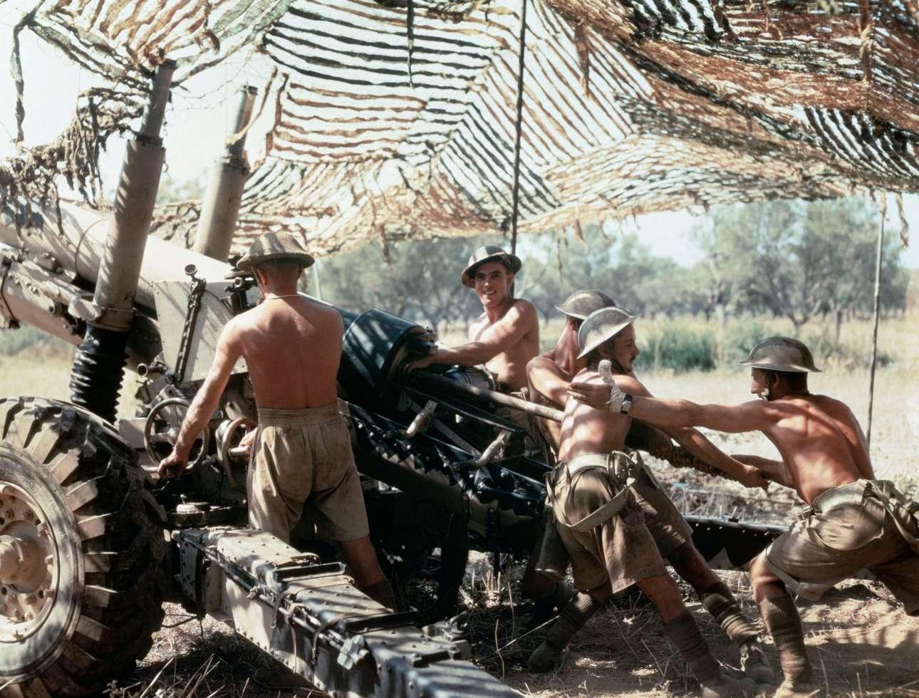 Στρατιώτες της 75ης μεραρχίας του Βασιλικού Πυροβολικού της Βρετανίας εν ώρα δράσης στην Ιταλία, τον Σεπτέμβριο του 1943