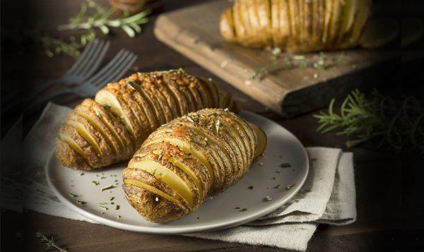 Homemade Cheesy Potato_526641109-1290