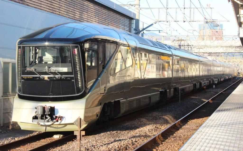 JR_East_E001_Train_Suite_Shiki-shima_Shim-Maebashi_2016_1103