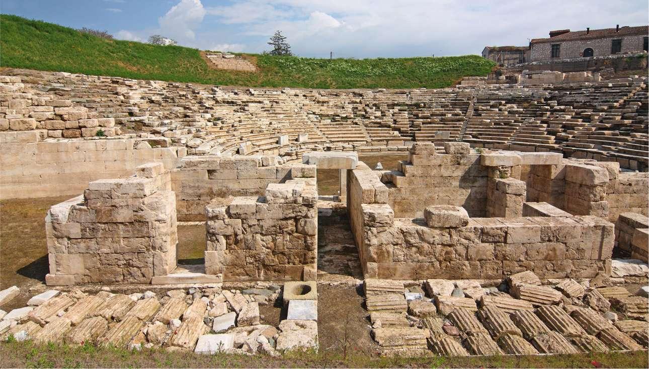 Larissa_The-ancient-amphitheater