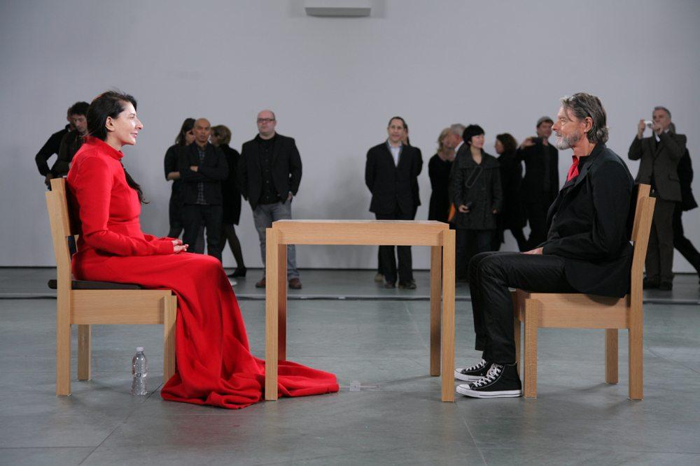 Είναι τέχνη να σε κοιτάζει η Μαρινα Αμπράμοβιτς;