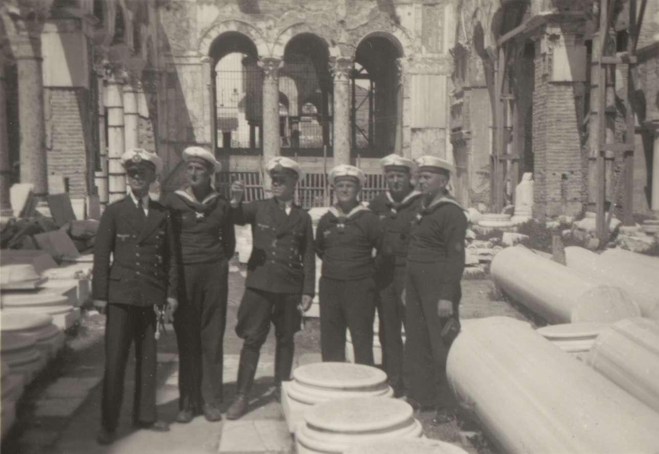 Μονάδα του γερμανικού ναυτικού στον υπό αναστήλωση Άγιο Δημήτριο, τον Απρίλιο του 1941